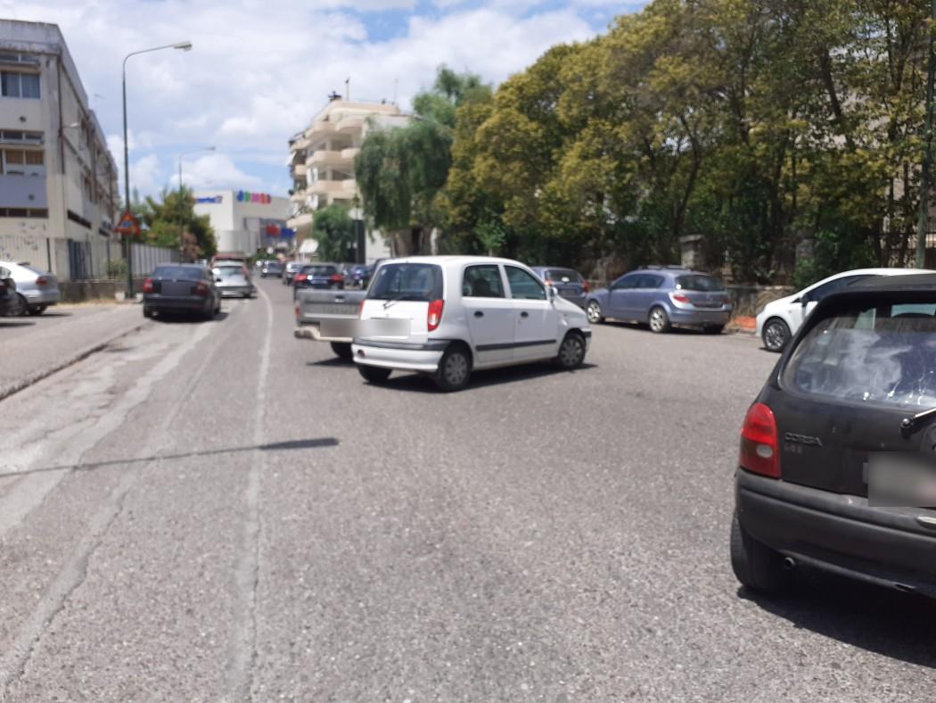 Αγρίνιο: Χάθηκε και σήμερα ο δρόμος από τα παρκαρισμένα στην οδό Μαβίλη!