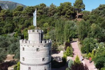 Aντίγραφο του Λευκού Πύργου από… μπουκάλια σε βοτανικό κήπο στη Γαβρολίμνη (βίντεο)