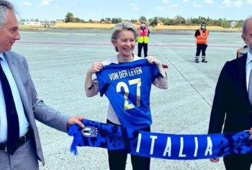 H Φον Ντερ Λάιεν «τρολάρει» του Άγγλους για το… Brexit: «Forza Azzurri»!