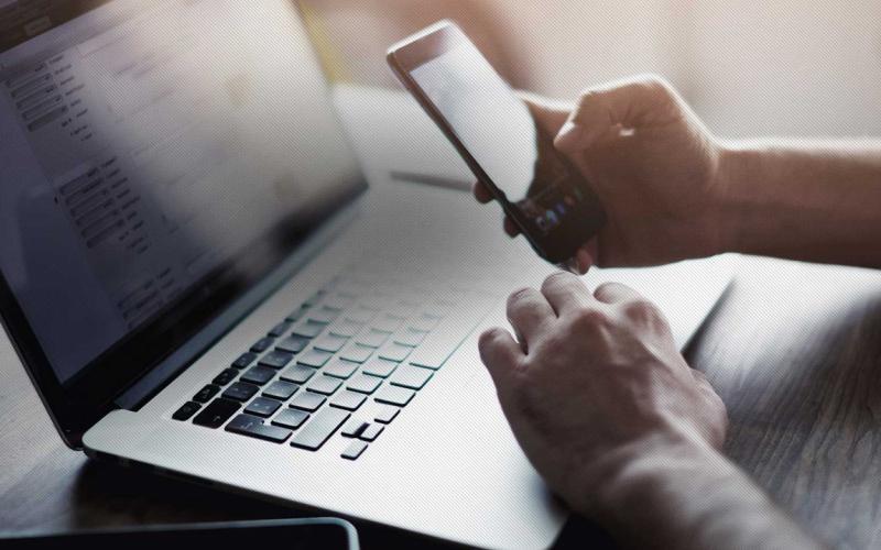 «Πώς κλέβουν χρήματα από τις καταθέσεις»: Συναγερμός σε τράπεζες και ΕΛ.ΑΣ. για το phishing