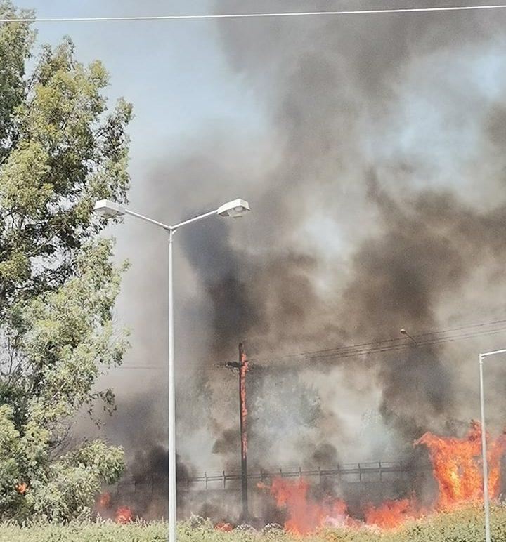 Αγρίνιο: Υπό έλεγχο η φωτιά – Διακοπές ρεύματος σε γύρω περιοχές (φωτο)