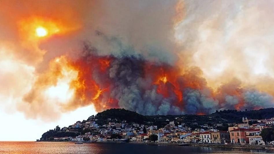 Σε πύρινο κλοιό η χώρα: Φωτιές σε Μάνη, Μεσσηνία και Εύβοια- Μάχη με τις αναζωπυρώσεις