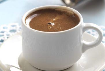 Απίστευτο – Έψησε τον καφέ της στο…κάγκελο του μπαλκονιού! (βίντεο)