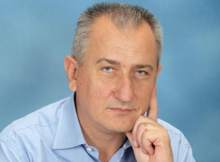 «Πολιτικός Νεατερνταλισμός»: Ο προέδρος του Δημοτικού Συμβουλίου Θέρμου απαντά για τη διαγραφή της Κοινοτικής Συμβούλου