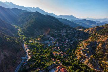 Βίντεο: το γραφικό Ραπτόπουλο από ψηλά