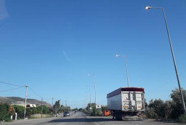 Χαλίκι Αιτωλικού: απορίες για τα επί μονίμου βάσεως αναμμένα φώτα σε στύλους της Εθνικής Οδού