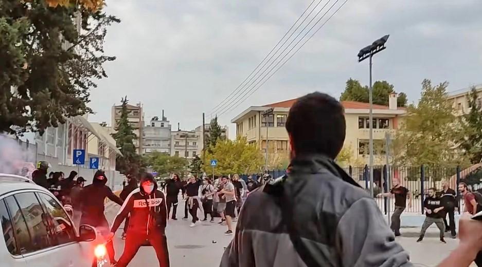 Επεισόδια στη Σταυρούπολη: «Έβαλαν κουκούλες κι άρχισαν να μαχαιρώνουν και να χτυπάνε κόσμο» – Δείτε βίντεο