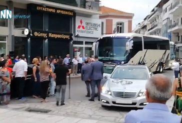 Εννιά λεωφορεία συνόδεψαν τον γαμπρό από το Αγρίνιο στη Ναύπακτο