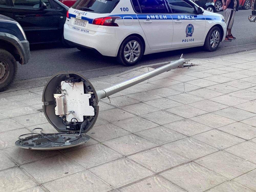 Αγρίνιο: ξεπαρκάρισμα για όσκαρ, πήρε παραμάζωμα στύλο φωτισμού