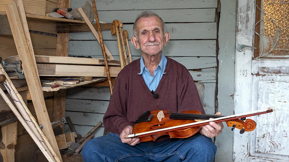 Μπάρμπα Χρήστος: ο γητευτής της ξυλογλυπτικής τέχνης στα Άγραφα