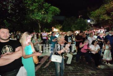 Πάτρα: Γιατρός κατέβασε πιάνο σε πλατεία κι οργάνωσε επιτόπια συναυλία για τον Θεοδωράκη