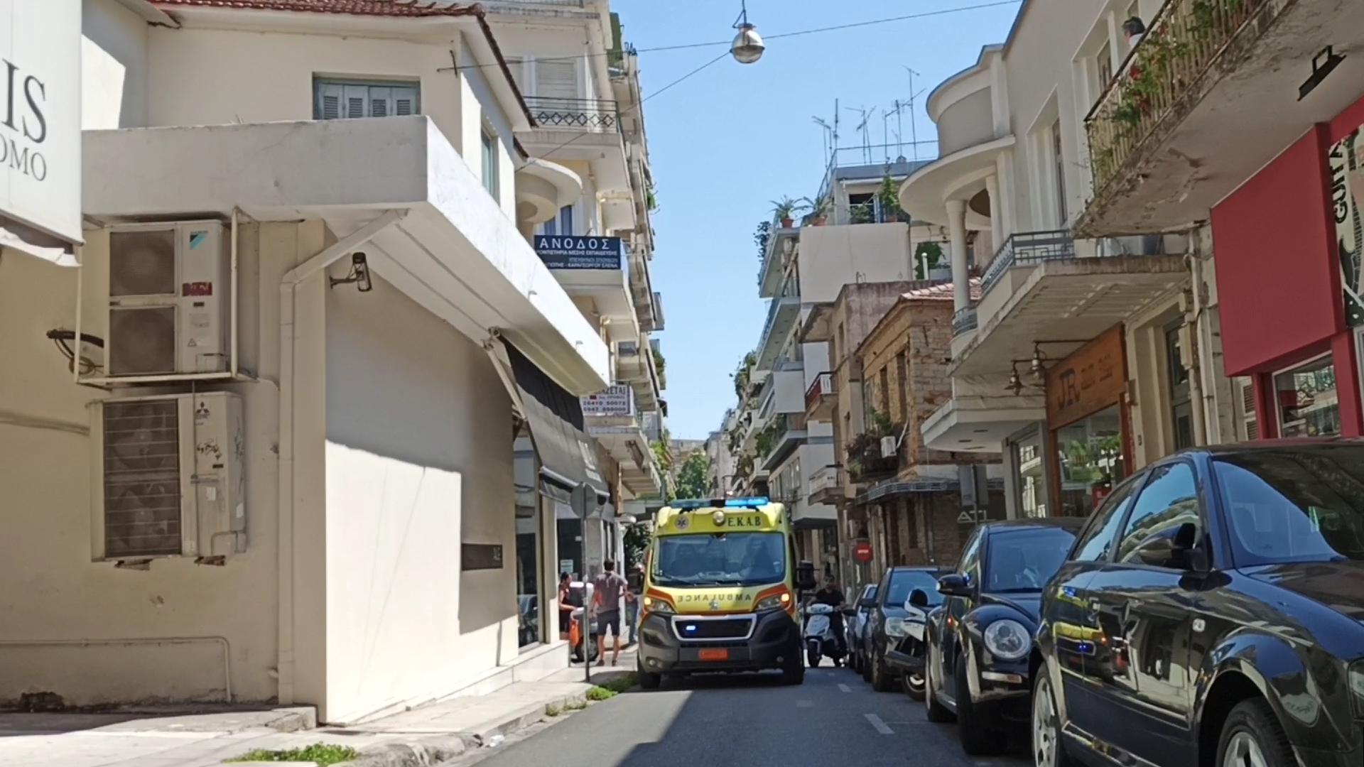 Αγρίνιο: τράκαραν μηχανάκια στην Παπαστράτου-πως την… πάτησαν