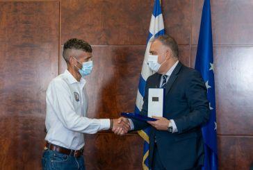 Ο Υπουργός Προστασίας του Πολίτη τίμησε τον Αγρινιώτη νικητή του «Σπάρταθλου» Φώτη Ζησιμόπουλο