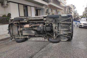 Αγρίνιο: Ανατροπή οχήματος σε τροχαίο μέσα στην πόλη