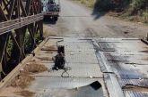 Aγρίνιο: παραμένει επικίνδυνη η γέφυρα του Αγίου Νικολάου- το χθεσινό συμβάν με λεωφορείο (φωτό)