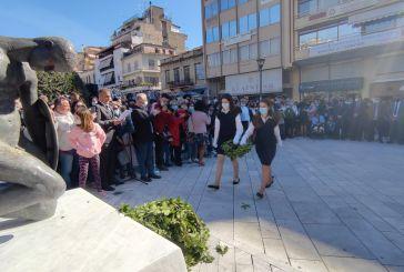 Επέτειος 28ης Οκτωβρίου-Αγρίνιο: οι μαθητές τιμούν τους ήρωες του 1940 με κατάθεση στεφάνων (φωτό)