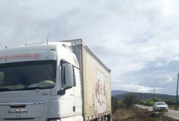 Μπούζα Αιτωλικού: Φορτηγό «έλιωσε» σταθμευμένο μηχανάκι (φωτο)