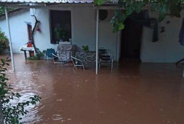 Δήμος Θέρμου: καταστροφές στη Μυρτιά από υπερχείλιση ρεμάτων-προβλήματα στο οδικό δίκτυο (φωτό)