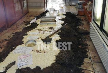 Πάτρα: Του έριξαν πρόστιμο για μάσκα, έκλεισε τον φούρνο του και γέμισε κοπριά με ζύμη το πάτωμα